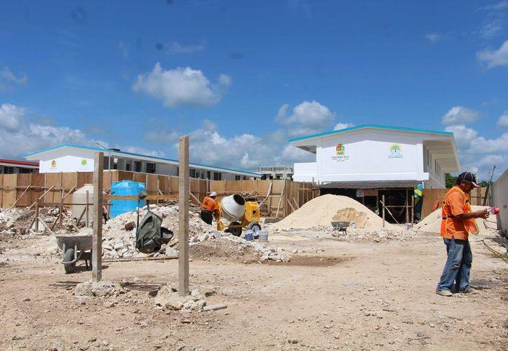 Se encuentran detenidos los trabajos de construcción de escuelas. (Paola Chiomante/SIPSE)
