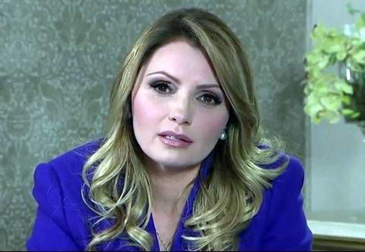 Angélica Rivera durante el mensaje en el que aclaró cómo adquirió la casa en Las Lomas. (SIPSE)