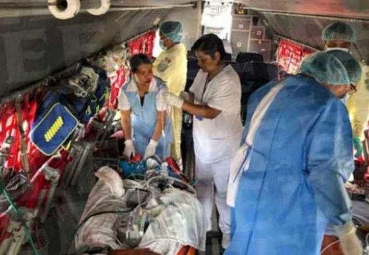 El gobierno mexicano trasladó a los heridos por la explosión de Volcán de Fuego. (Internet)