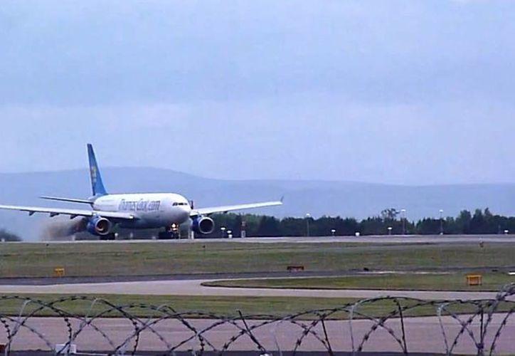 El avión llevaba 325 pasajeros a bordo. (Foto: Youtube/Eddie Leathwood)