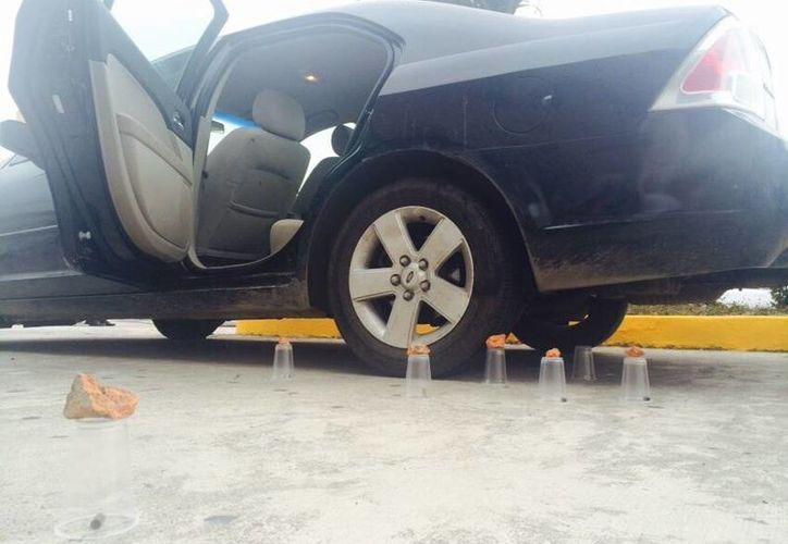 Así fue encontrado el auto del que bajaron a la víctima, posiblemente el contralmirante Juan Manuel Galván Peredo. (www.ndmx.com)