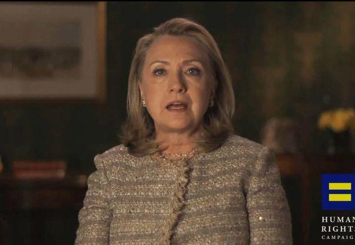 """El respaldo de Hillary Clinton a las uniones gay fue vista asimismo como una medida para """"aclarar el ambiente"""" con la comunidad. (Agencias)"""
