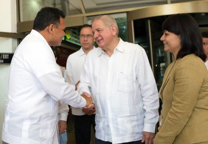 El gobernador Rolando Zapata se reunió con el rector de la UANL, en la inauguración de la XV Conferencia Nacional de la Asociación Mexicana de Centros para el Desarrollo de la Pequeña Empresa Jesús Ancer. (Milenio Novedades)