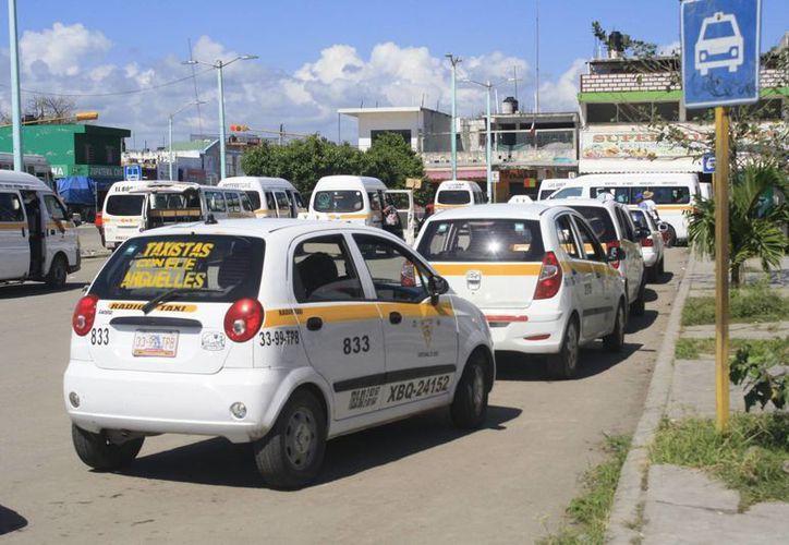 La última modificación en las tarifas de taxi en la capital del estado se dio en febrero de 2011. (Harold Alcocer/SIPSE)