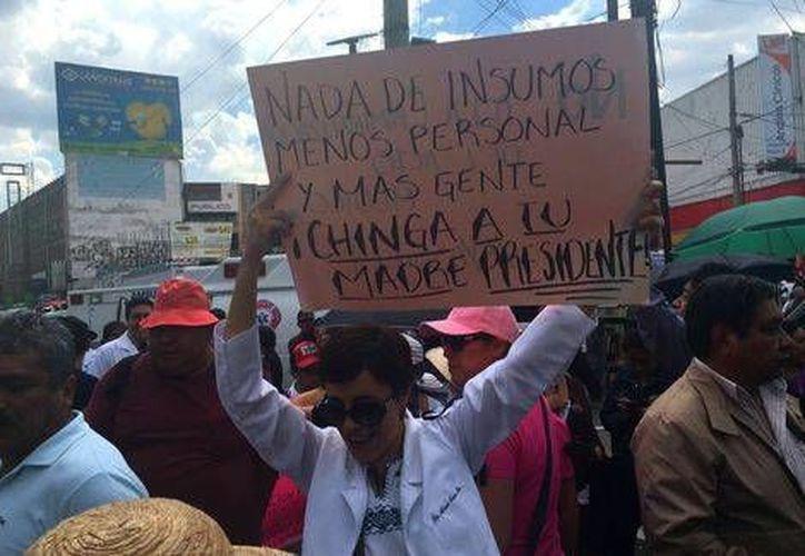 Los médicos participantes en la manifestación también se solidarizaron con los hechos en Nochixtlán, Oaxaca. (Milenio)