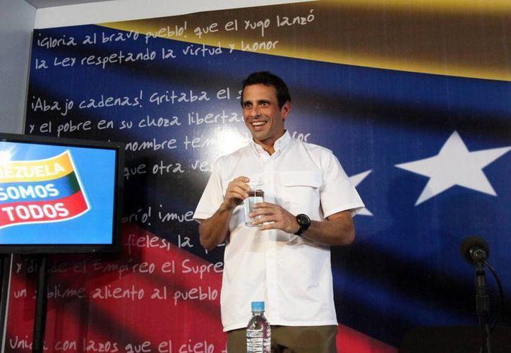 El líder de la oposición en Venezuela, Henrique Capriles, llega a una conferencia de prensa en sus oficinas en Caracas, el pasado miércoles 24 de abril. (Agencias)