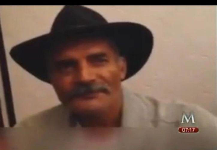 José Manuel Mireles aparentemente fijó dos posturas diferentes sobre el acuerdo firmado por la seguridad en Michoacán este lunes entre autodefensas y gobierno. (Captura de pantalla de YouTube)