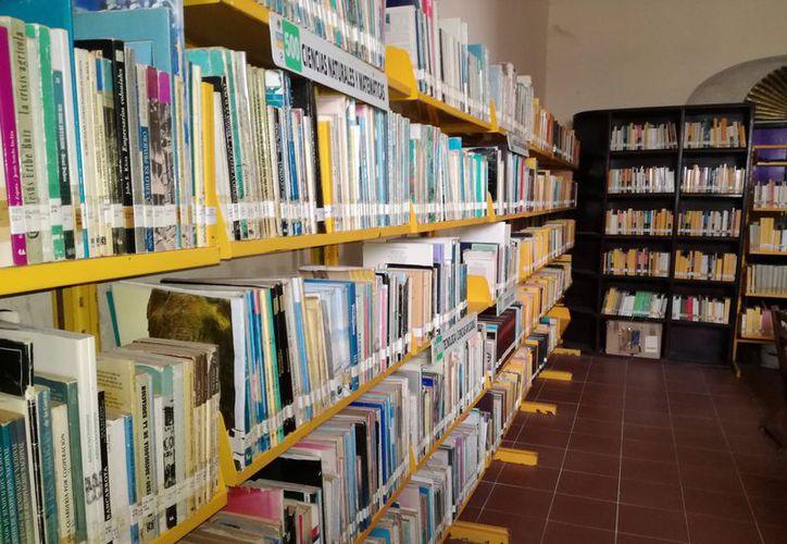 Se busca incentivar a los jóvenes hacia la lectura, antes era difícil obtener un libro y encontrarlo era como un sueño cumplido. (José Chi/SIPSE)