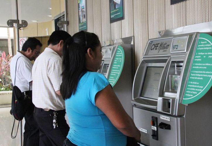 La CFE beneficia a la comunidad con más servicios. (Luis Soto/SIPSE)