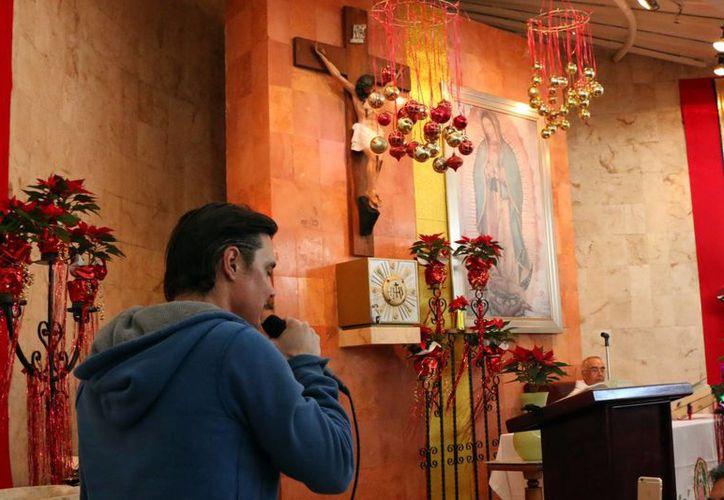 Ghabriel Pequeño González, durante la interpretación de la melodía a la Virgen de Guadalupe.