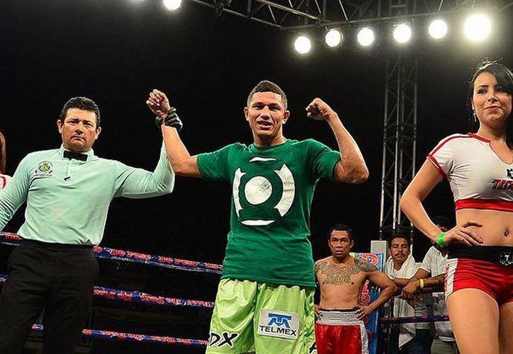 'Alacrán' Berchelt regresó este martes a Mérida para pelear el sábado. (Foto Maxboxing)