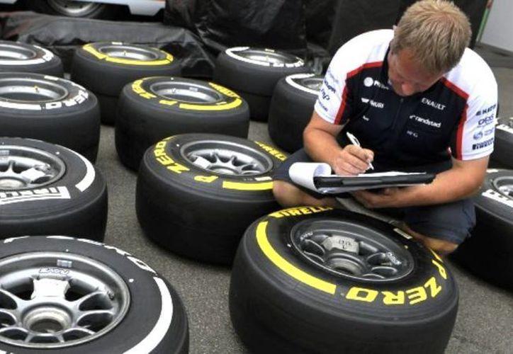 A partir de la próxima campaña, uno de los días de pruebas oficiales de pretemporadas de la F1 se dedicará a probar llantas para lluvia y evitarse así sorpresas. (Agencias)