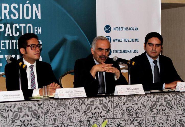 Willy Zapata (centro):  el hecho de que alguna de las reformas estructurales mexicanas quede pendiente retrasa todo el proceso. (Notimex/Foto de archivo)