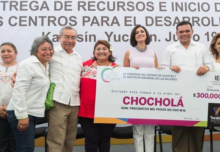 Chocholá, junto con 22 municipios, recibió 300 mil pesos para fortalecer las Instancias Municipales de Mujeres. (Cortesía)