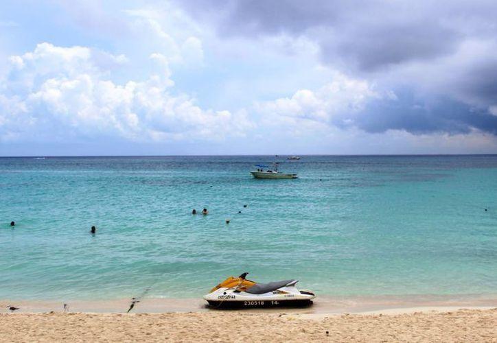 Una persona fue golpeada por una lancha cuando realizaba snorkel en una playa de Playa del Carmen. (Octavio Martínez/SIPSE)
