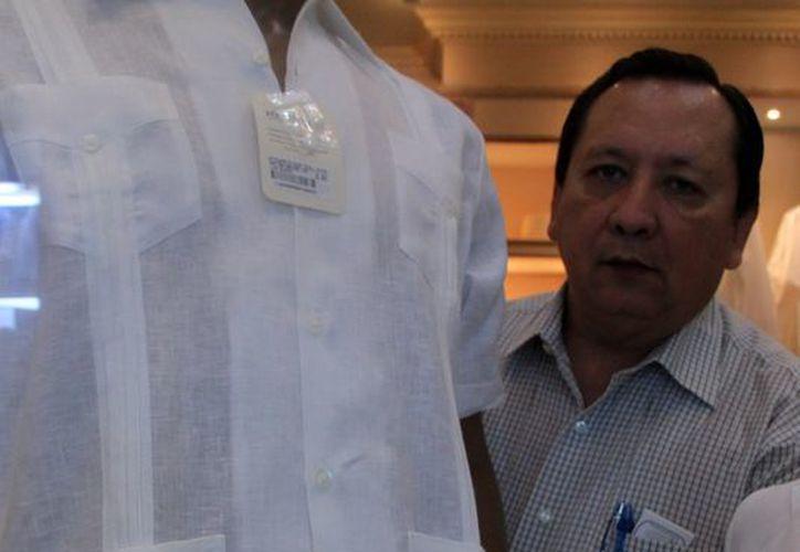 La guayabera  prenda tradicional de Yucatán. (José Acosta/SIPSE)