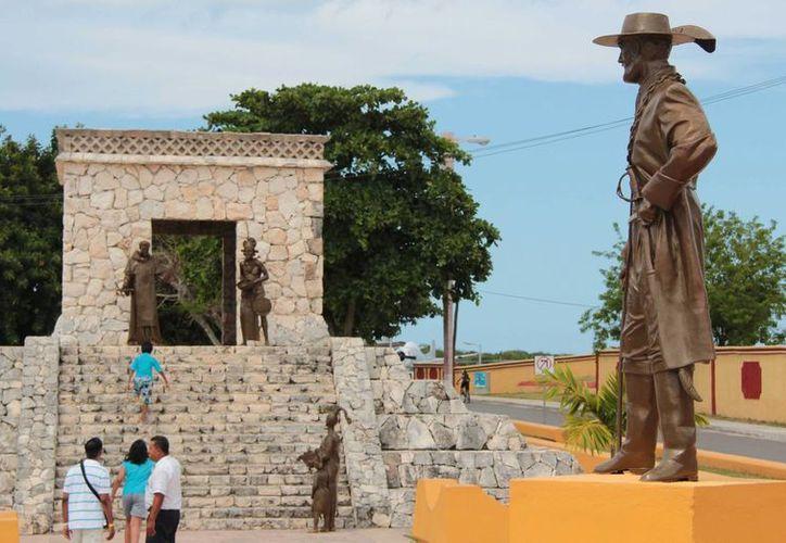 El monumento a las Dos Culturas representa la colonización de la isla por parte de los españoles. (Redacción/SIPSE)