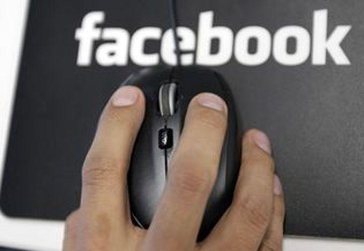 Al elegir la opción 'Analizar muro de Facebook', la aplicación solicita permiso a los usuarios para acceder a su contenido. (Archivo/AP)