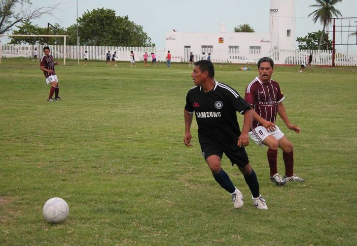 Colegio de Bachilleres vencieron 5-2 al Tribunal. (Miguel Maldonado/SIPSE)