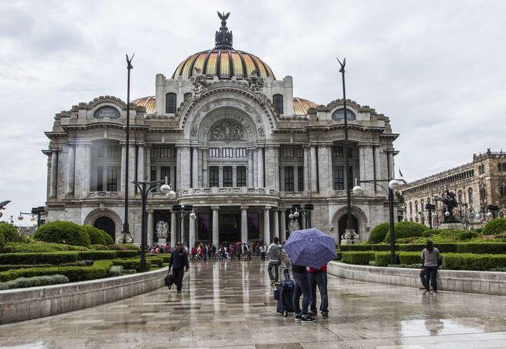 En la Ciudad de México se esperan lluvias aisladas, con posibles tormentas eléctricas y granizadas. (Archivo/Notimex)