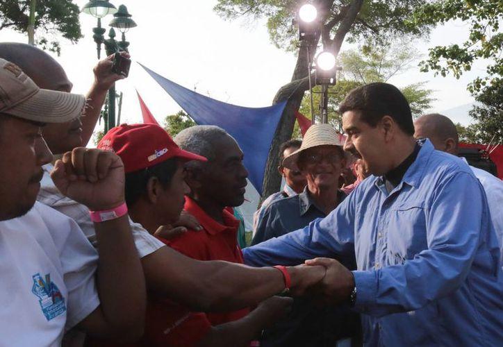 Nicolás Maduro pide a los venezolanos no dejarlo solo en la lucha por los derechos sociales. (EFE)