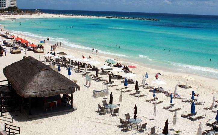 Los turistas norteamericanos visitan los atractivos de Cancún durante el año. (Luis Soto/SIPSE)