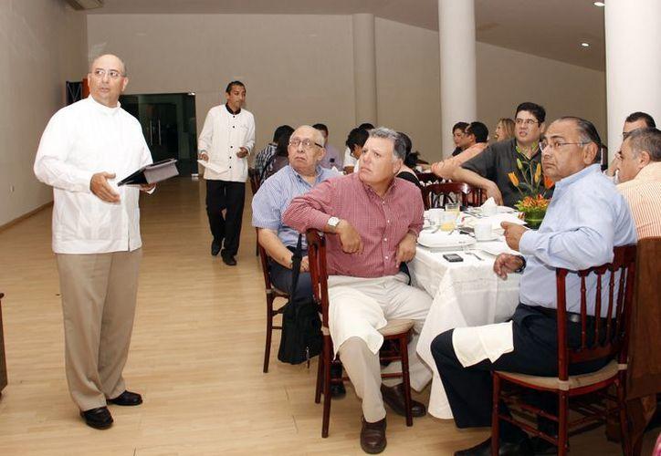 Tradicional desayuno de comienzos de año en la Universidad Anáhuac Mayab. (SIPSE)