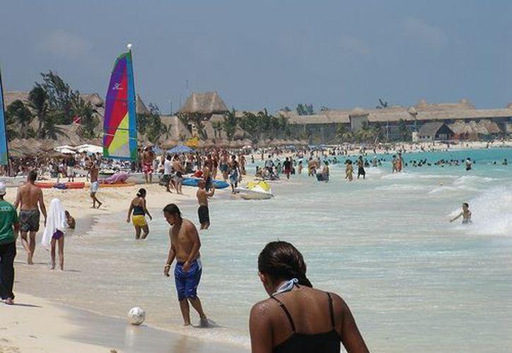 La zona de playas continúa sin adecuada delimitación con boyas para carriles de nado de turistas. (happytellus.com)