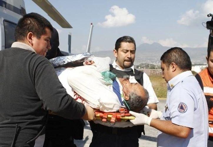 Esta mañana, sujetos armados mataron al alcalde de  Tanhuato, Michoacán, Gustavo Garibay. La imagen corresponde a octubre de 2012, cuando fue víctima de un atentado. (SIPSE.com)