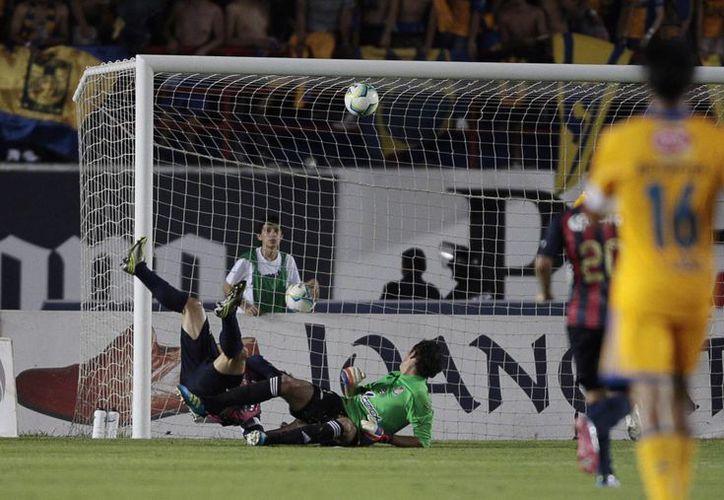 Tigres mantiene su paso perfecto. La imagen es del partido frente al Atlas, la semana pasada. (Notimex)