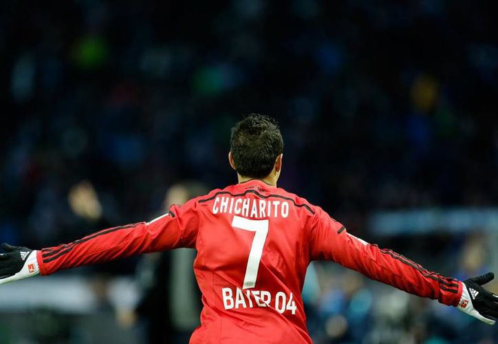 Tras dos partidos sin anotar, Chicharito metió gol en el partido en el que su equipo, Bayer Leverkusen, cayó 2-1 en la Bundesliga, frente al Hertha Berlín. (AP)