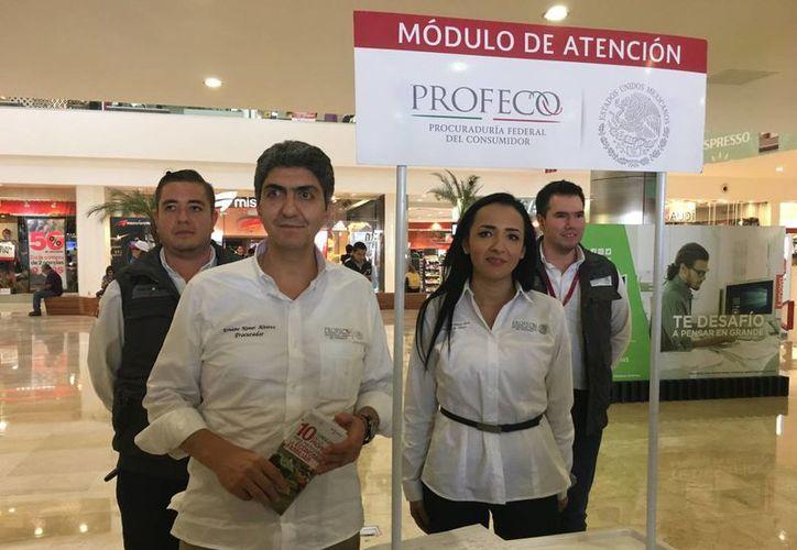 El titular de la Procuraduría Federal del Consumidor, Ernesto Nemer Álvarez, arrancó formalmente las tareas de verificación de las ofertas de El Buen Fin, en un centro comercial de este municipio de la Zona Metropolitana de Guadalajara. (Notimex)