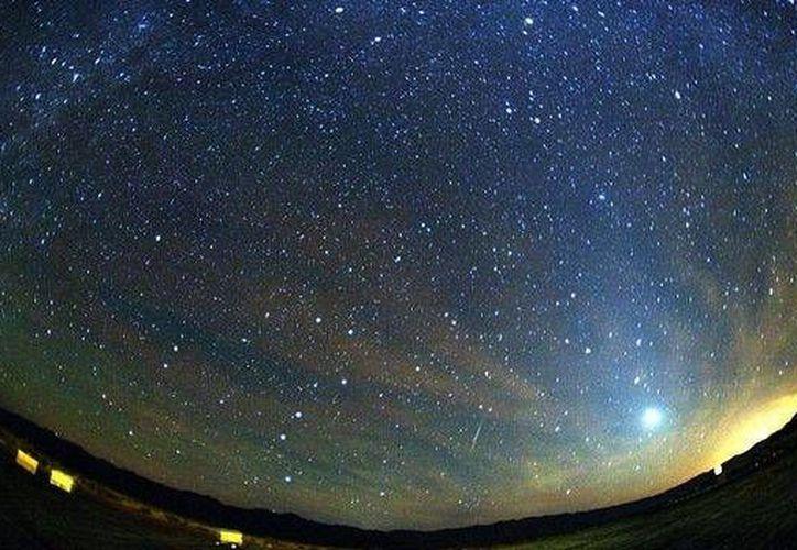Aunque el primer día la luna llena opacó la lluvia de estrellas de las Gemínidas, todavía hay oportunidad de ver a plenitud este fenómeno. (teinteresa.es)