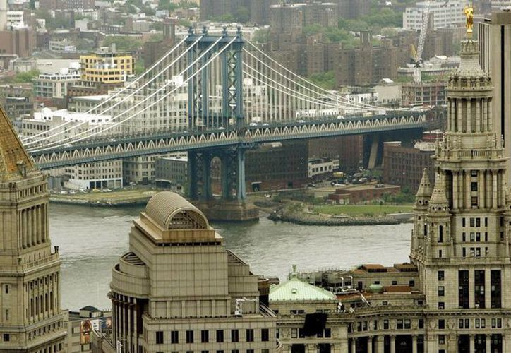 El puente de Manhattan se extiende por una de las zonas más exclusivas de Nueva York. (EFE)