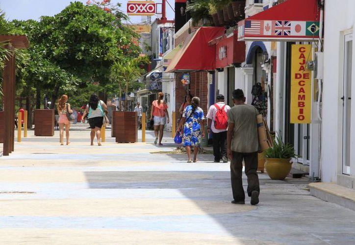 Ni el festejo del 10 de mayo ayudó a los comerciantes ubicados en la avenida Tulum. (Tomás Álvarez/SIPSE)