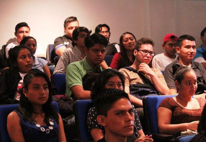 Los alumnos podrían, de acuerdo a su promedio, incluso condonar el pago de  las colegiaturas. (Octavio Martínez/SIPSE)