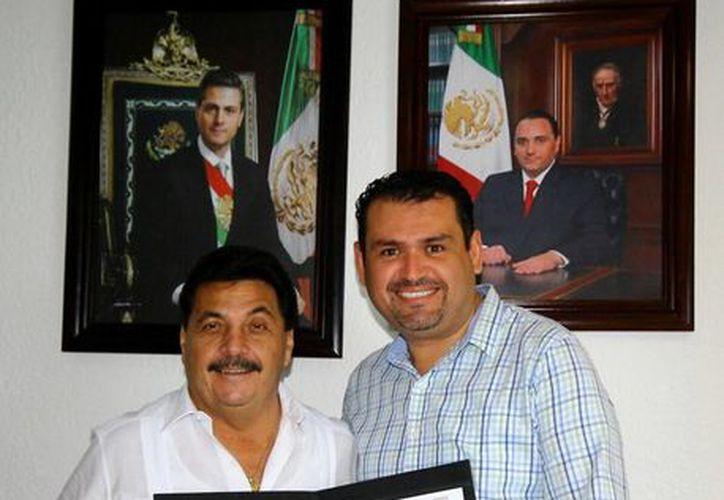 Agapito Magaña Sánchez y Edgar Gasca Arceo solicitan la realización del evento. (Cortesía/SIPSE)