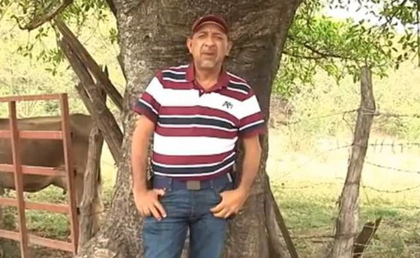 <i>La Tuta</i> inició su carrera criminal en 2001, tras haber sido maestro normalista y agricultor. Se separó de La Familia y creó <i>Los Caballeros Templarios</i>. (YouTube)