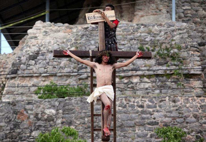 La escenificación de la pasión y muerte de Jesucristo estuvo a cargo del grupo 'Renacimiento', como desde hace 35 años. (Amílcar Rodríguez/SIPSE)