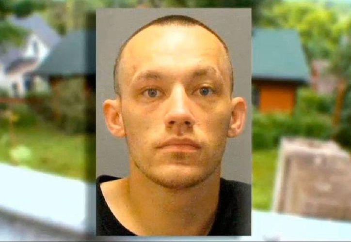 El hombre que quiso recuperar unas ropas mojadas que se le habían olvidado en la casa donde robó.  (http://minnesota.cbslocal.com)
