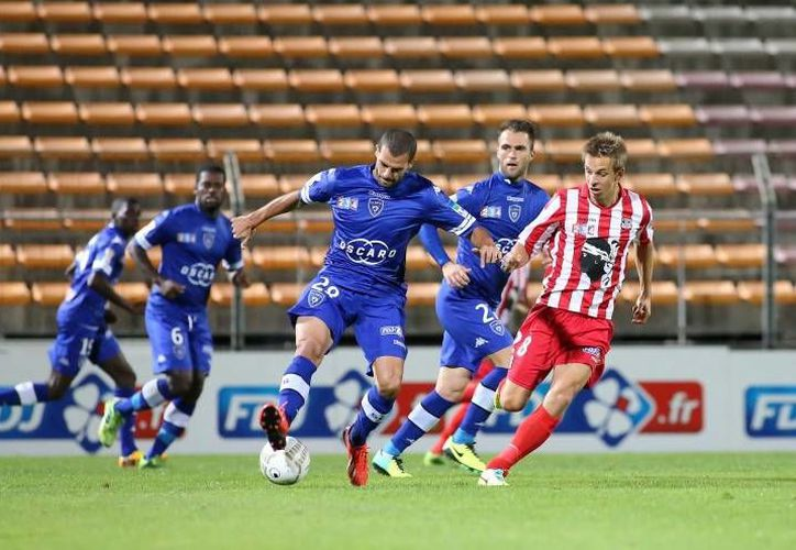 El Bastia (i) aprovechó la mala campaña del Ajaccio para sacarle un empate. (onzemondial.com)