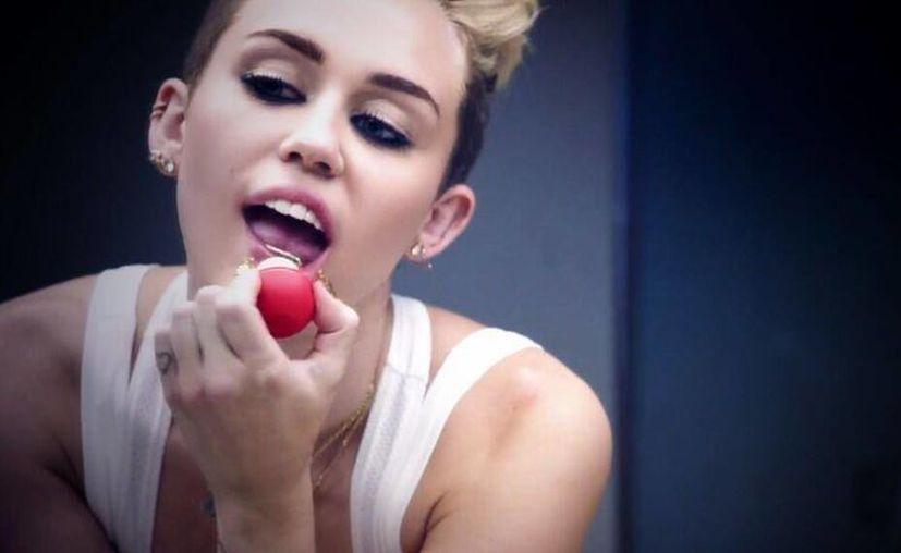 """Desde hace varias semana, Miley se había dejado ver con Mike Will, productor del album """"Bangerz"""". (@MileyCyrus)"""