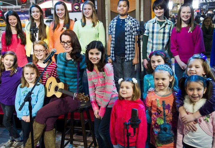 Veintiún niños de Newtown interpretaron 'Over the rainbow, acompañados de la cantautora Ingrid Michaelson, en el programa 'Good Morning America'. (Agencias)