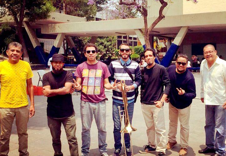 El grupo Salsa Pa Matala llega con una mezcla de música caribeña, con tambores, calipso, hip hop, además de un experimento de salsa rock. (Foto: Redacción  / SIPSE)