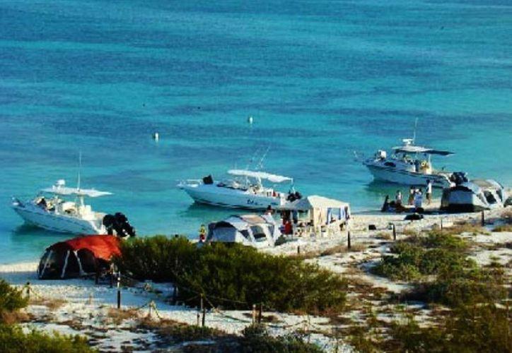 En estas vacaciones de verano numerosos yates tuvieron como destino el arrecife Alacranes, en la costa de Yucatán. (SIPSE/Archivo)