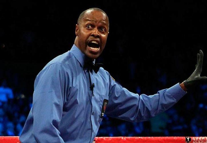 Kenny Bayless es un experimentado réferi de box que se embolsará 25 dólares por 'cuidar' el pleito entre Floyd Mayweather y Manny Paquiao. (mediotiempo.com)