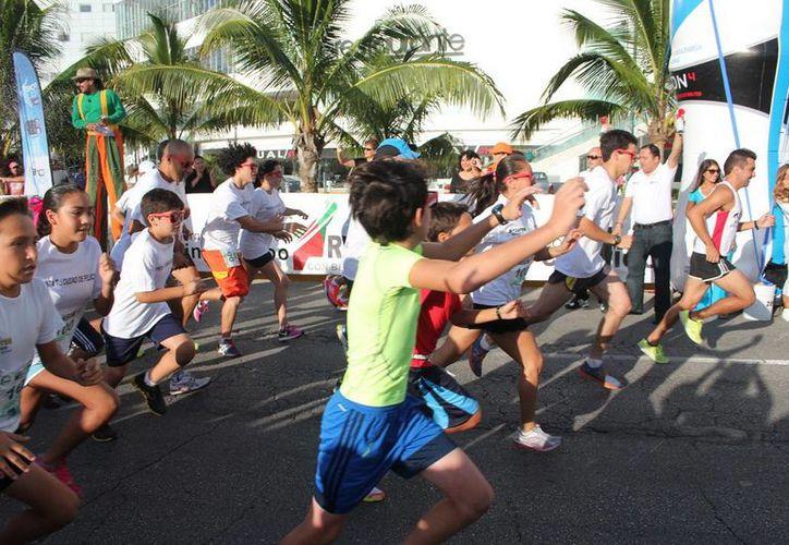 En el evento participaron alrededor de 300 corredores. (Redacción/SIPSE)