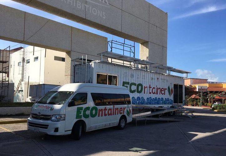 El ECOntainer realiza una exposición itinerante en 16 puertos del país, siendo este el primer punto del recorrido, Progreso. (Facebook/ ECOntainer)