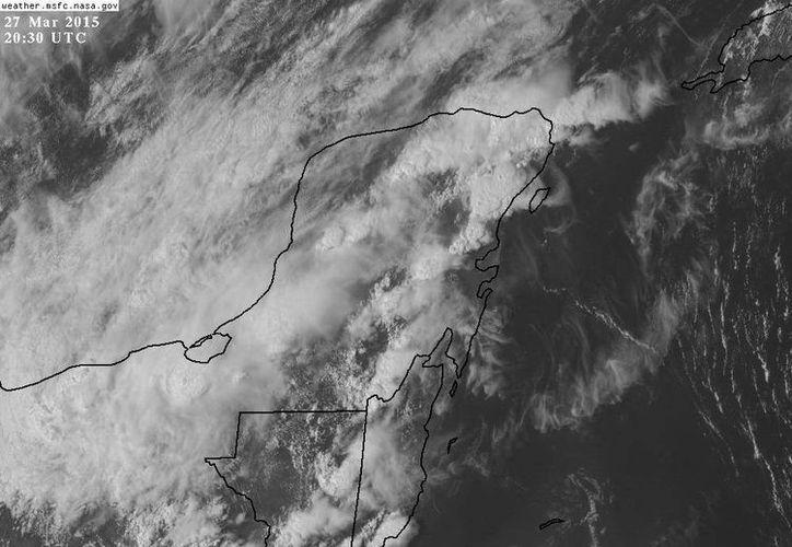 La nubosidad del frente  frío 43 cubre la Península de Yucatán. (Twitter/@ClimaYucatan)