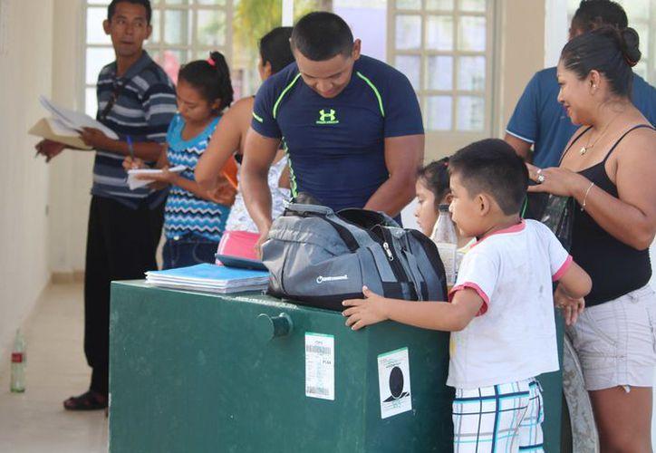 La falta de libros no sólo se ha dado en escuelas de nueva creación, sino también en recintos que llevan funcionando más de 10 años. (Octavio Martínez/SIPSE)